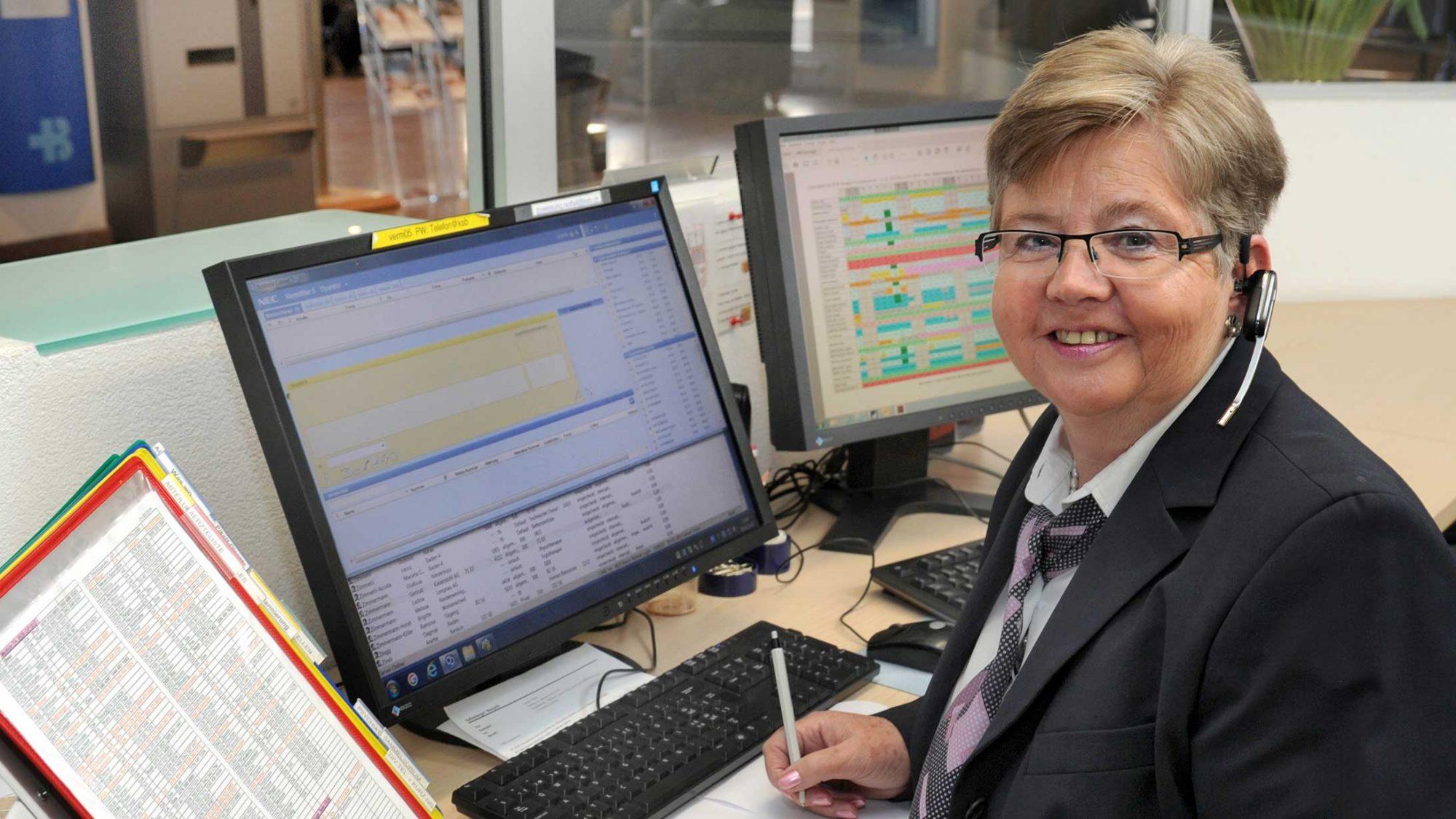 Telefonistin Therese Bracher