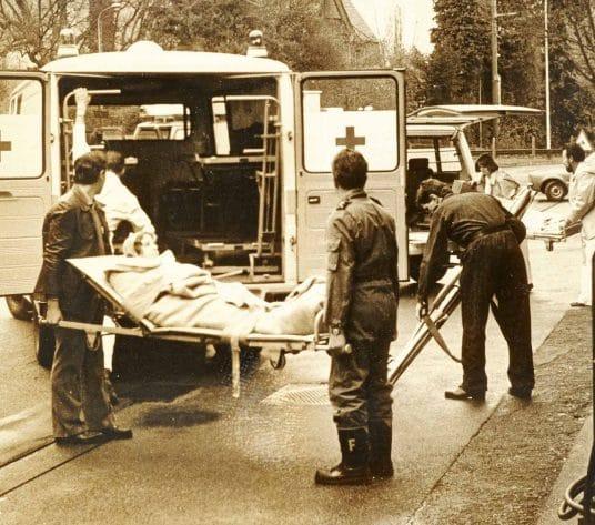 Originalbild von 1978: Ein Krankenwagen fungiert als Umzugsauto